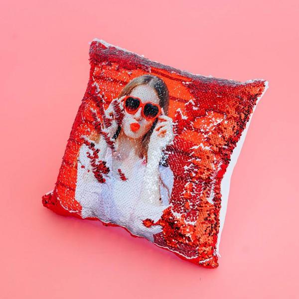 Фото на подушке хамелеон (красная)