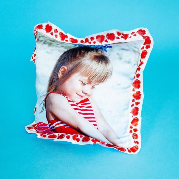 Фото на подушке праздничной (сердечки)