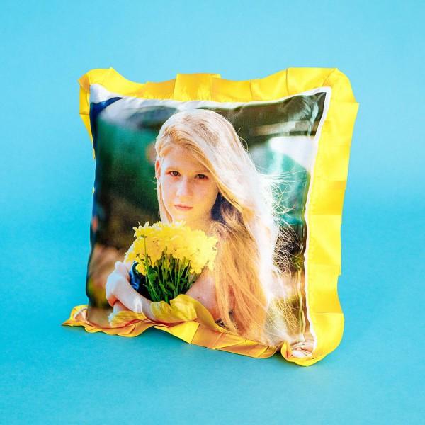 Фото на подушке праздничной (жёлтая)