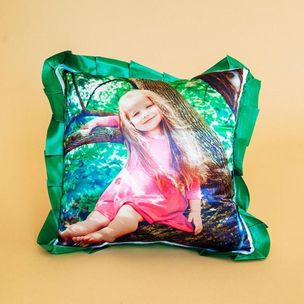 Фото на подушке праздничной (зелёная)