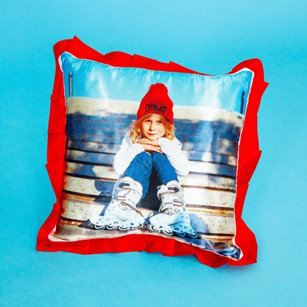 Фото на подушке праздничной (красная)